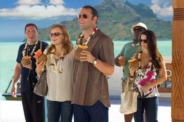 Jon Favreau, Malin Akerman, Vince Vaughn, Kristin Davis e Faizon Love nel film L'isola delle coppie (Couples Retreat, 2009)