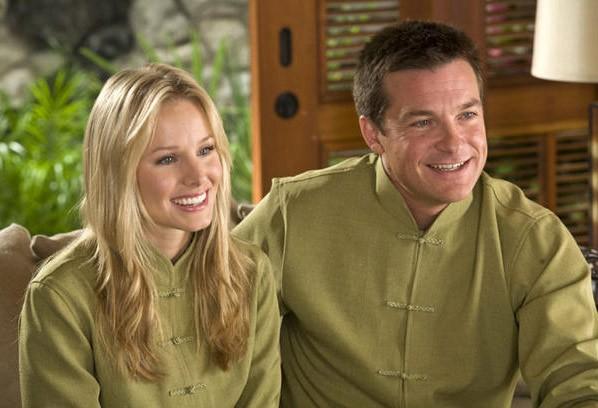 Kristen Bell e Jason Bateman nel film L'isola delle coppie