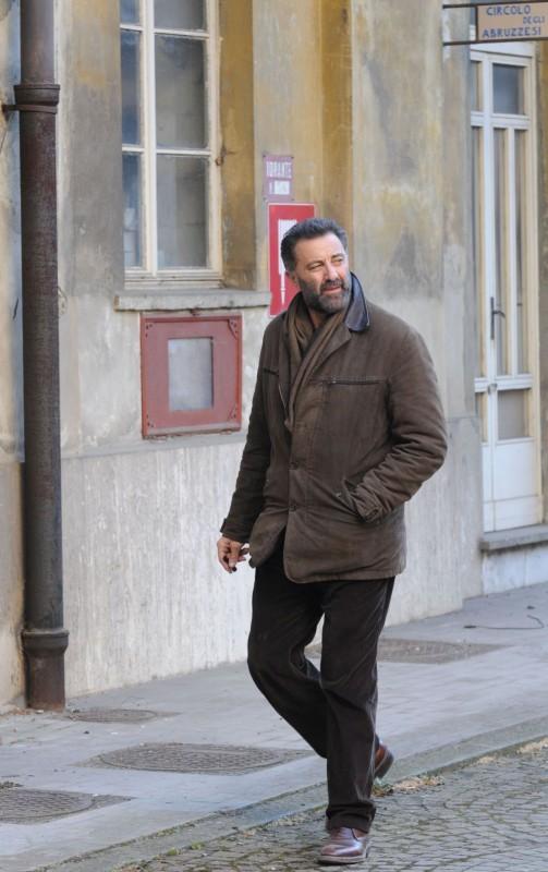 Luca Barbareschi in un'immagine della serie tv Nebbie e delitti