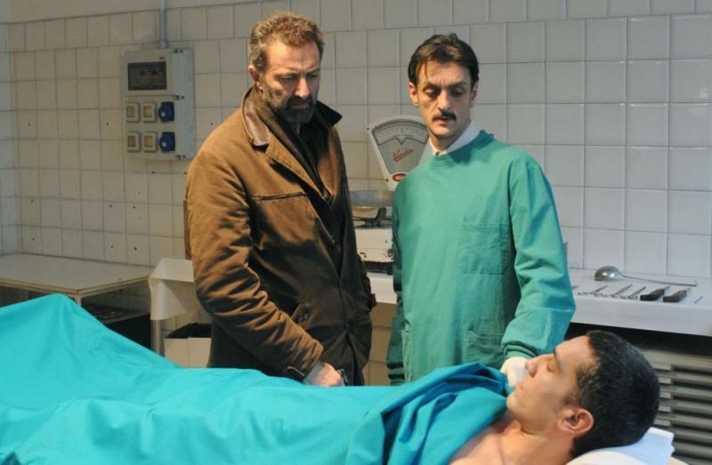Luca Barbareschi in un'immagine della terza stagione della serie tv Nebbie e delitti