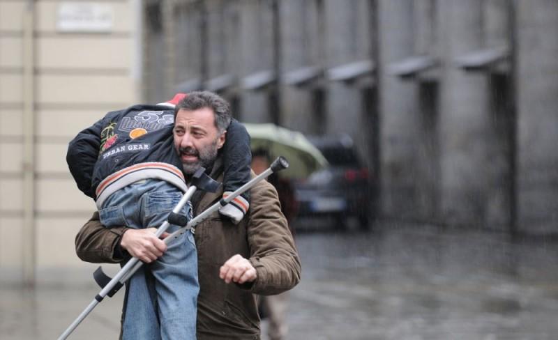 Luca Barbareschi in una scena della serie tv Nebbie e delitti