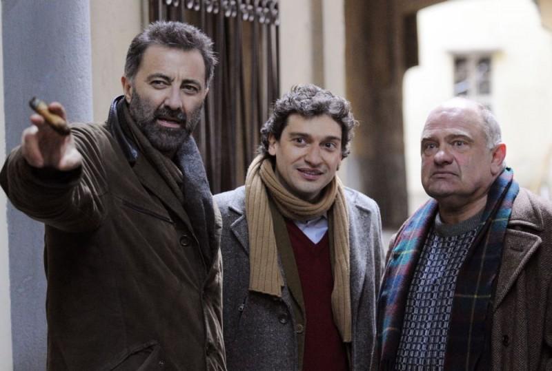 Luca Barbareschi in una scena della terza stagione della serie tv Nebbie e delitti