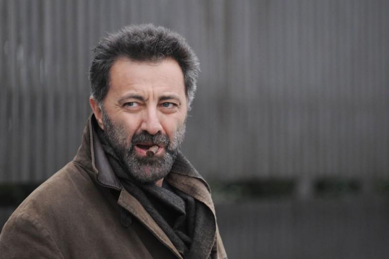 Luca Barbareschi, protagonista della serie tv Nebbie e delitti