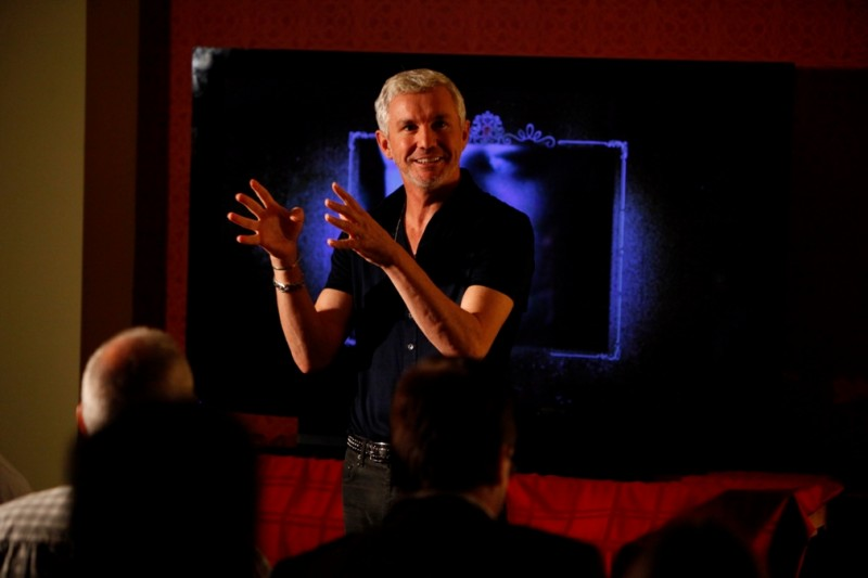 Il regista Baz Luhrmann a Los Angeles per presentare i blu-ray di Romeo + Giulietta e Moulin Rouge