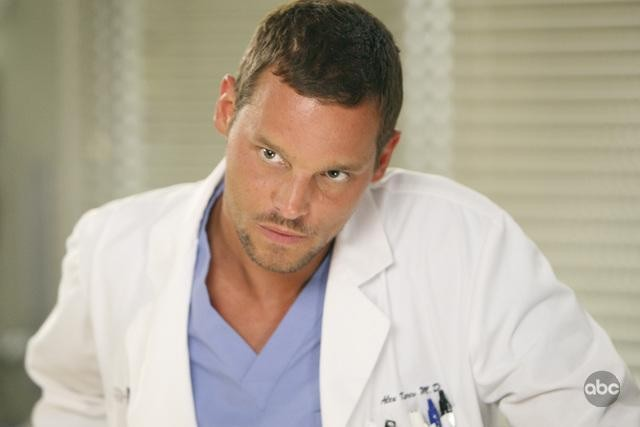 Justin Chambers in una scena dell'episodio I Always Feel Like Somebody's Watchin' Me di Grey's Anatomy