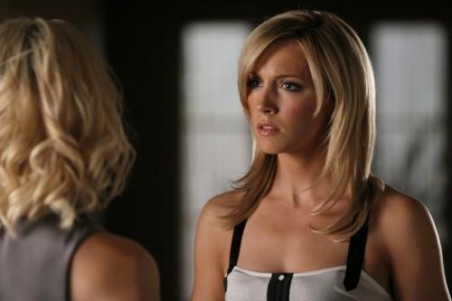 Katie Cassidy in una scena dell'episodio Vine di Melrose Place
