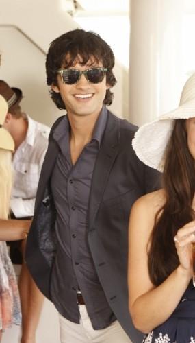 Michael Steger  in una scena dell'episodio Sit Down, You're Rocking the Boat di 90210