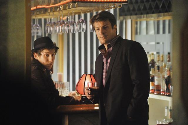 Nathan Fillion è Richard Castle nell'episodio Deep in Death di Castle