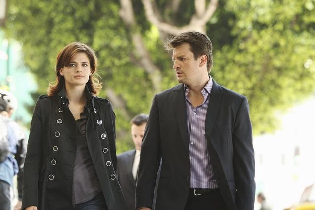 Stana Katic e Nathan Fillion in una immagine dell'episodio Fool me Once di Castle