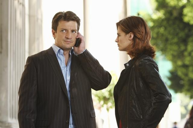 Stana Katic e Nathan Fillion in una scena dell'episodio Fool Me Once di Castle