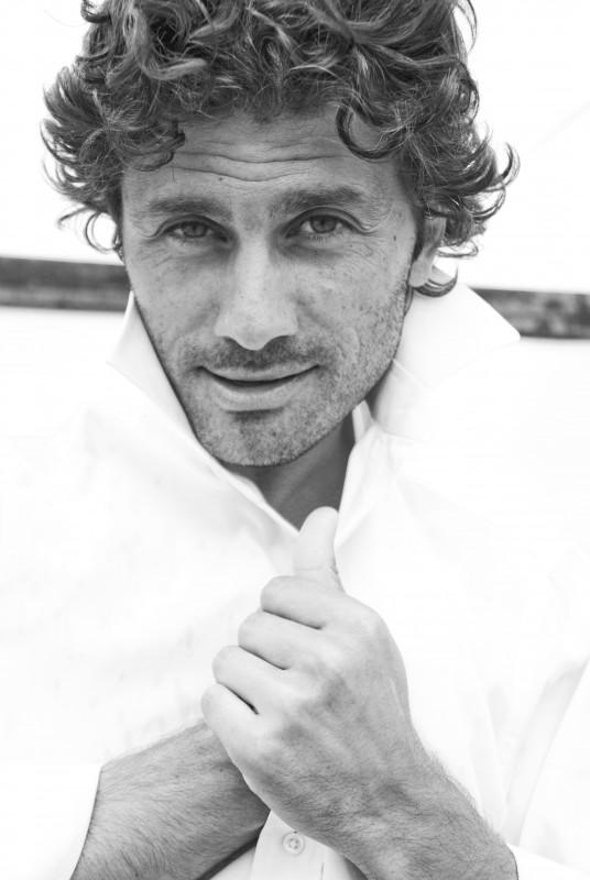 Una foto in bianco e nero di Giovanni Morrone (ph. Lea Zalco)