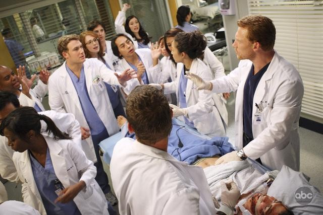 Una scena dell'episodio I Always Feel Like Somebody's Watchin' Me di Grey's Anatomy