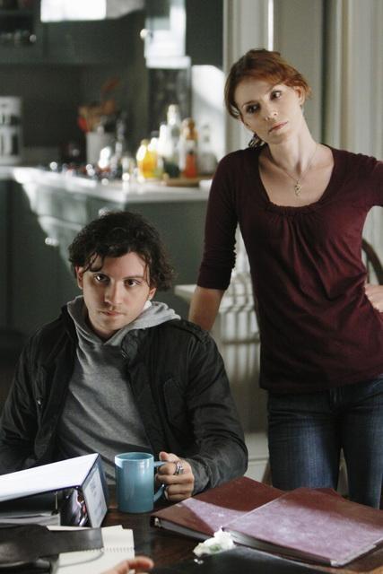 Anthony Carrigan ed Heather Stephens in una scena dell'episodio Diamond Jane della serie The Forgotten