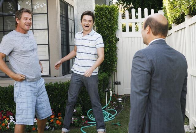 Brian Van Holt, Dan Byrd ed Ian Gomez in una scena dell'episodio I Won't Back Down di Cougar Town