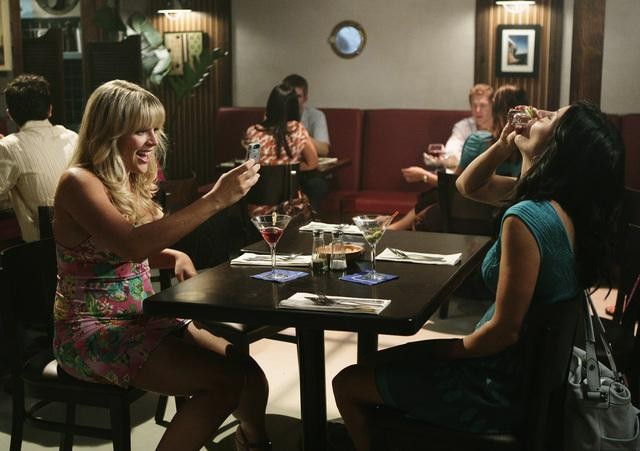 Busy Philipps e Courteney Cox in una scena dell'episodio Into The Great Wide Open di Cougar Town