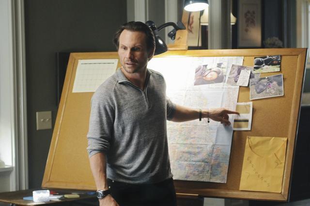 Christian Slater in una scena dell'episodio Parachute Jane di The Forgotten