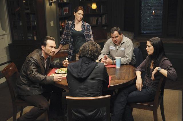 Christian Slater, Michelle Borth, Heather Stephens e Bob Stephenson in una scena dell'episodio Parachute Jane di The Forgotten