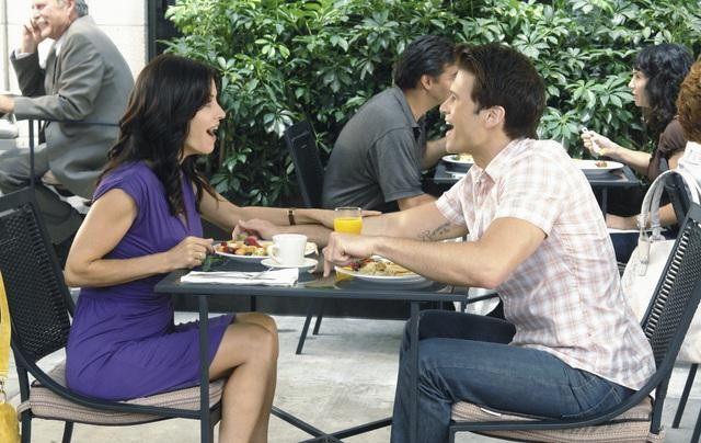 Courteney Cox e Nick Zano nell'episodio Don't Do Me Like That di Cougar Town