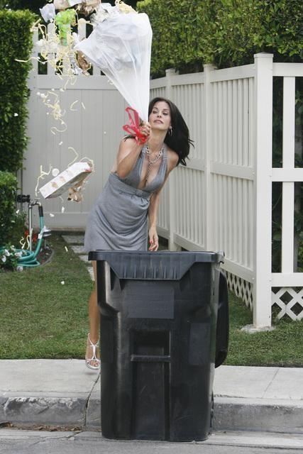 Courteney Cox in un momento dell'episodio I Won't Back Down di Cougar Town