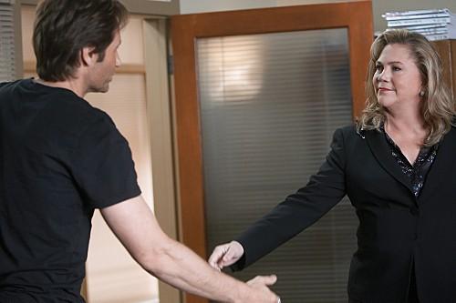 David Duchovny e Kathleen Turner in una scena dell'episodio Wish You Were Here di Californication