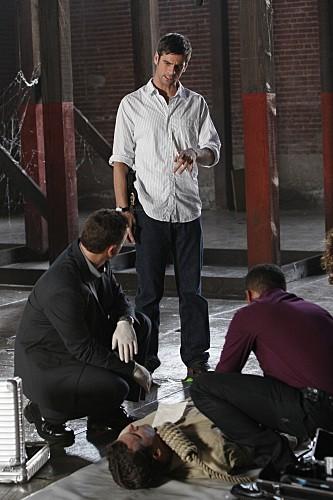 Eddie Cahill, Gary Sinise ed Hill Harper in una scena dell'episodio LAT 40° 47' N/Long 73° 58'W della serie CSI New York