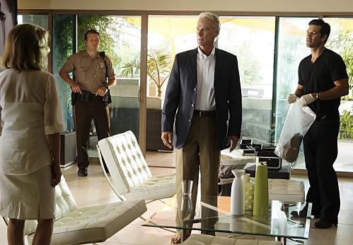 Eddie Cibrian in una scena dell'episodio Bolt Action di CSI Miami