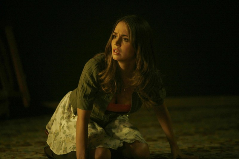 Eliza Dushku in una scena dell'episodio Belle Chose della serie Dollhouse