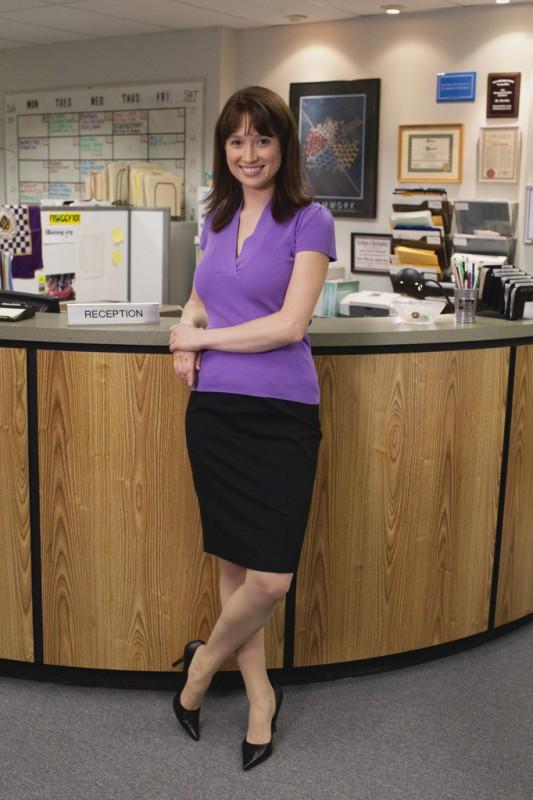 Ellie Kemper è Kelly Erin Hannon nell'episodio Gossip della serie The Office