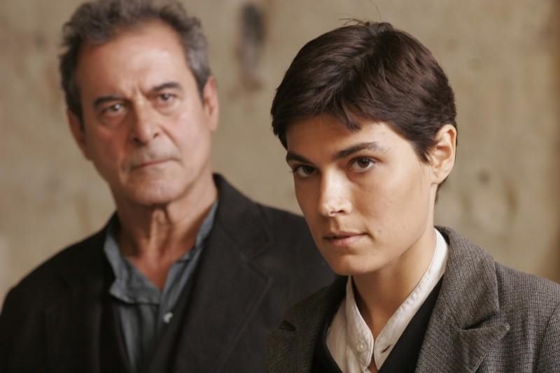 Ennio Fantastichini e Valeria Solarino vestita da uomo nel film Viola di Mare
