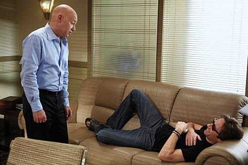 Evan Handler e David Duchovny in una scena dell'episodio Wish You Were Here di Californication