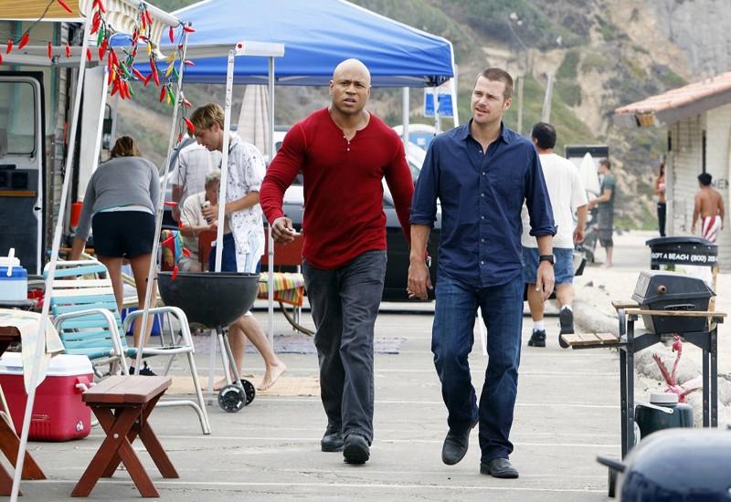 G. Callen (Chris O'Donnell) e Sam Hanna (LL COOL J) durante un caso nell'episodio The Only Easy Day di NCIS: Los Angeles