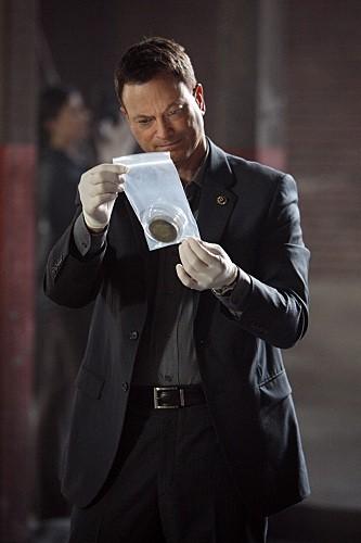 Gary Sinise in una scena dell'episodio LAT 40° 47' N/Long 73° 58'W della serie CSI New York