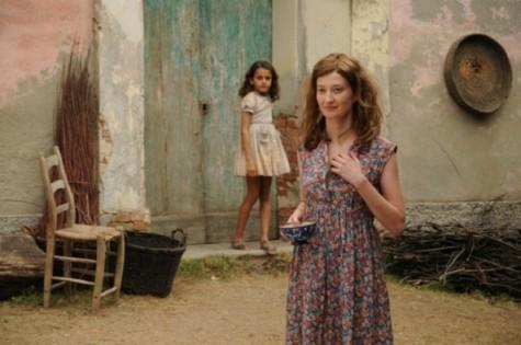 Greta Zuccheri Montanari e Alba Rohrwacher in un'immagine del film L'uomo che verrà