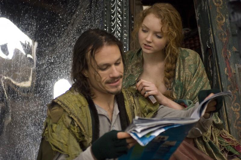 Heath Ledger accanto a Lily Cole in Parnassus - L'uomo che voleva ingannare il diavolo