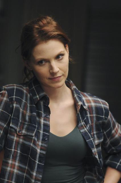 Heather Stephens in una scena dell'episodio Parachute Jane di The Forgotten