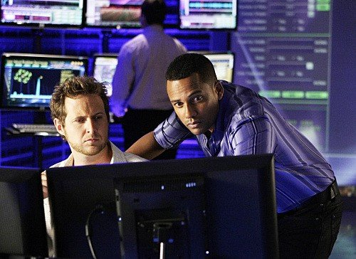 Hill Harper ed AJ Buckley in una scena dell'episodio Blacklist Featuring Hangman di CSI New York