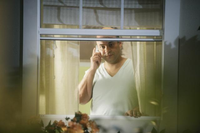 Ian Gomez in una scena dell'episodio Into The Great Wide Open di Cougar Town