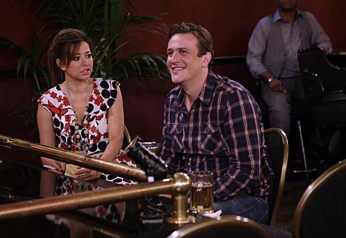 Jason Segel ed Alyson Hannigan in un momento dell'episodio Double Date di How I Met Your Mother