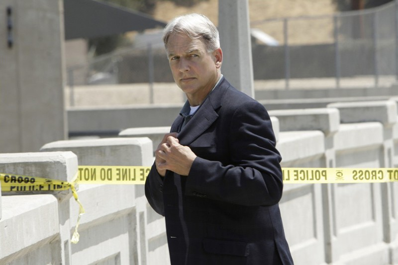 Jethro Gibbs (Mark Harmon) durante un'indagine nell'episodio The Inside Man di Navy NCIS