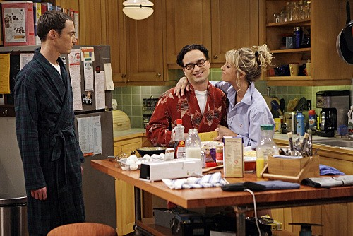 Jim Parsons, Johnny Galecki e Kaley Cuoco in una scena dell'episodio The Gothowitz Deviation della serie The Big Bang Theory