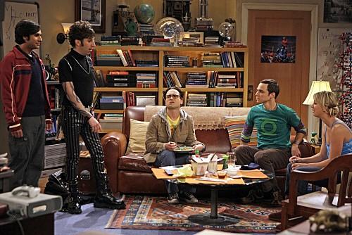 Jim Parsons, Johnny Galecki, Kaley Cuoco, Simon Helberg e Kunal Nayyar nell'episodio The Gothowitz Deviation della serie The Big Bang Theory