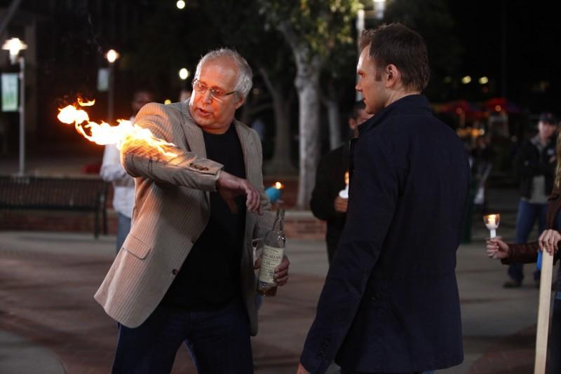 Joel McHale e Chevy Chase nell'episodio Spanish 101 della serie Community
