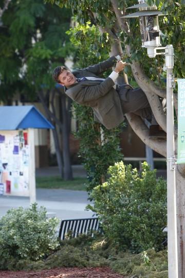 John Michael Higgins in una scena dell'episodio Introduction to Film della serie Community