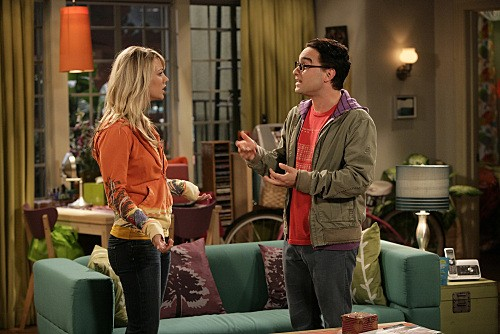 Johnny Galecki e Kaley Cuoco nell'episodio The Jiminy Conjecture di The Big Bang Theory