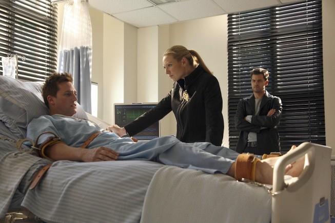 Joshua Jackson ed Anna Torv in una scena dell'episodio Dream Logic di Fringe