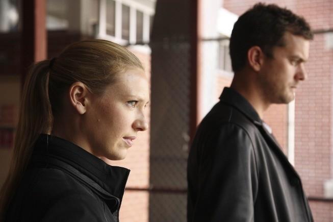 Joshua Jackson ed Anna Torv nell'episodio Dream Logic di Fringe