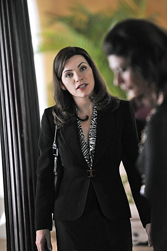 Julianna Margulies in una scena dell'episodio Stripped della serie The Good Wife