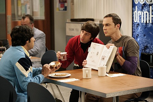 Kunal Nayyar, Jim Parsons e Simon Helberg nell'episodio The Jiminy Conjecture di The Big Bang Theory