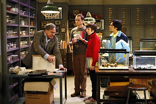 Kunal Nayyar, Jim Parsons, Simon Helberg e la guest star Lewis Black nell'episodio The Jiminy Conjecture di The Big Bang Theory
