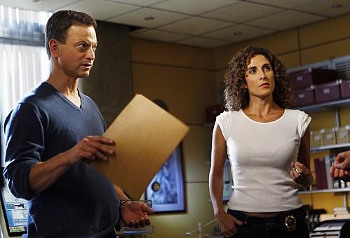 Melina Kanakaredes e Gary Sinise in una scena dell'episodio Epilogue di CSI New York